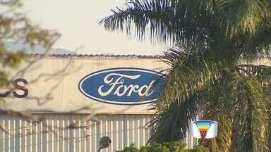 Grupo de trabalhadores da Ford entrou em férias coletivas nesta segunda - Eles são do setor de transmissões da planta da montadora em Taubaté