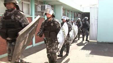 Polícia frustra mais uma tentativa de fuga no mini presídio de Maringá - O delegado-chefe pede a transferência imediata de presos que superlotam a cadeia