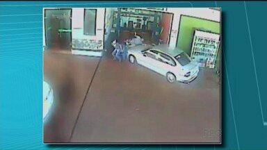 Motorista invade posto de combustíveis e atropela quatro pessoas que estavam conversando - A namorada do motorista contou que ele agiu por ciúmes e que tinha ingerido bebida alcoólica.