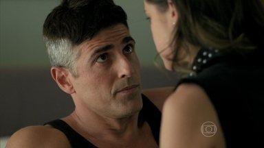 Anthony afirma para Giovanna que Alex não era o amante de Angel - Empresário quita a dívida do apartamento de Hilda e Carolina se emociona