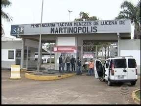 Agentes impedem entrada de bondes em penitenciária - Greve dos funcionários entra no segundo dia.