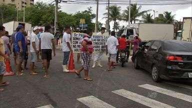 Vendedores do Mercado dos Peixes cobram conclusão de obras da prefeitura - Permissionários reclamam queda nas vendas com estrutura improvisada.