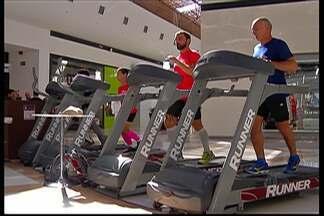 Maratona de 12 horas, em esteira, chama atenção em Shopping de Mogi - Evento teve dois ultramaratonistas como convidados.