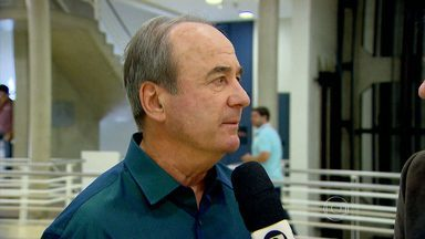 Levir Culpi comenta sobre permanências e possíveis baixas no elenco do Atlético-MG - Treinador alvinegro comemorou a permanência de dois jogadores e avalia possíveis saídas no grupo