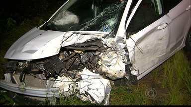Acidente grave envolve dois veículos na BR 101 em João Pessoa - O acidente com dois carros que bateram de frente aconteceu na noite de ontem na saída de Santa Rita em direção a Natal. Uma pessoa morreu no local.