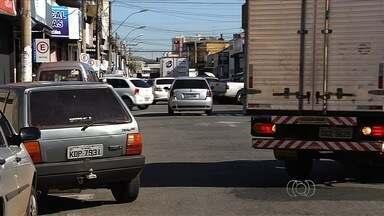 Flagrantes mostram irregularidades no trânsito, em Goiânia - Mesmo com período de férias, as infrações continuam na capital.