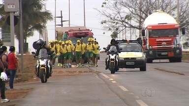 Atletas começam percurso de mais de 300 km da Caminhada Ecológica - Caravana percorre cerca de 310 km, passando por 11 cidades. Objetivo do evento é unir esporte e conscientização ambiental.