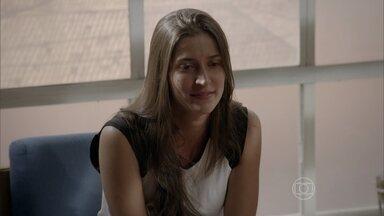 Nat confessa que sentiu carinho por Karina - Lobão convence a lutadora de que a filha de Gael é falsa e conta que Nat foi desclassificada no Warriors por causa dela