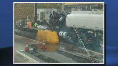 Três veículos se envolvem em engavetamento na rodovia Fernão Dias, em Cambuí (MG) - Três veículos se envolvem em engavetamento na rodovia Fernão Dias, em Cambuí (MG)