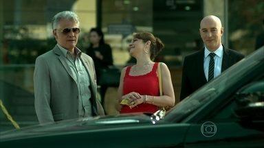 Capítulo de 21/07/2015 - Carolina e Rogério se divorciam