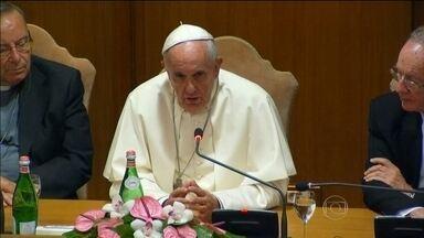 Papa Francisco discute problemas climático com políticos de todo o mundo - O pontífice disse que há urgência em diminuir o aquecimento global e salvar o planeta. Numa reunião com 65 governadores e prefeitos, Papa Francisco avisou que essa é a última chance para chegar a um acordo.