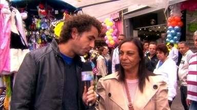 Pesquisa: 8 entre 10 brasileiros não compram sem pechinchar - Felipe Andreoli vai às ruas descobrir as melhores técnicas de pechincha