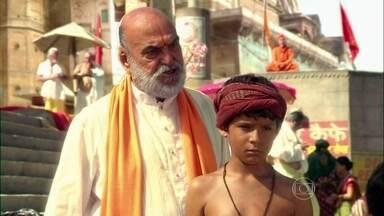 Shankar defende Bahuan da ira de Opash - Opash explica o sistema das castas a seus filhos e diz que dalits não podem ser tocados