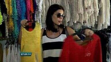 Crochê atrai turistas e garante a renda de moradores de Jericoacoara - Artesanato faz parte da vida da várias moradoras da região, que mantém a tradição a cada geração.