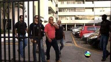 Ex-deputado Mundinho e mais dois são presos no 'caso subvenção' - O ex-deputado estadual Raimundo Vieira, conhecido como Mundinho da Comase, foi preso preventivamente no início da manhã desta quarta-feira (29) no apartamento onde mora na Avenida Hermes Fontes no bairro Luzia, em Aracaju.