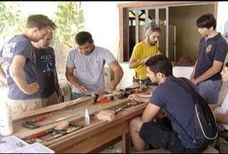 Engenheiros europeus se juntam a estudantes brasileiros para construir mini usina eólica - Equipamento vai atender um projeto social.