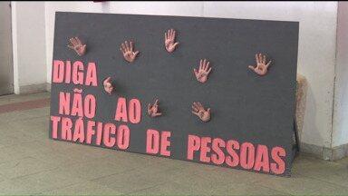 Dia Mundial de Combate ao Tráfico de Pessoas alerta a população para combater o crime - A ação que aconteceu nesta quarta-feira (29), da rodoviária de Curitiba, informou que a denúncia é a melhor forma de combater o problema.