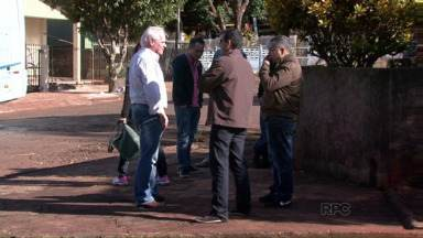 Ladrões assaltam 'por engano' ônibus que levava agrônomos a um congresso - Assaltantes teriam dito ao grupo que confundiram o ônibus com um de sacoleiros que iam fazer compras no Paraguai