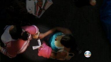 Polícia reforça patrulhamento no Brás após flagrantes de roubos - O Jornal Nacional exibe imagens de novas da atuação das quadrilhas que roubam livremente, num dos maiores centros de comércio do Brasil.
