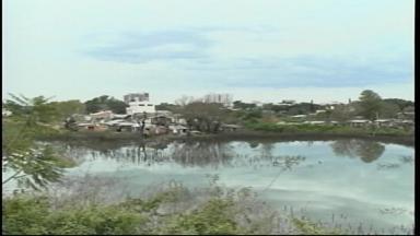 Nível do rio Uruguai continua diminuindo na Fronteira Oeste do RS - Em Uruguaiana, primeiras famílias começam a voltar para casa.
