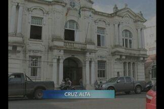 Prefeitura antecipa pagamento do mês de julho e primeira parcela do 13º salário - De acordo com o executivo, a ideia é valorizar os funcionários e também aquecer o comércio de Cruz Alta, RS.