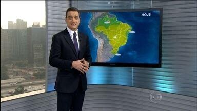Veja a previsão do tempo para o fim de semana em todo o Brasil - Depois de alguns dias de trégua, deve chover novamente no Rio Grande do Sul. Uma frente fria deve estacionar na fronteira com o Uruguai. Há boa chance de chuva também na costa do Nordeste.