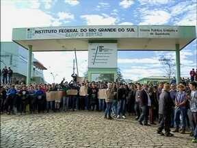 Estudantes do IFRS protestaram em frente ao campus nesta manhã em Sertão,RS - O motivo é uma possível greve das instituições federais de ensino