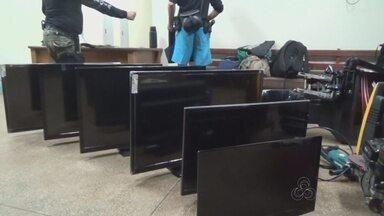 Operação contra furtos em barcos no AM apreende objetos roubados - Equipes atuaram em quatro comunidades rurais da cidade de Itacoatiara. Polícia apreendeu motores de popa, espingardas, motosserra e madeira.