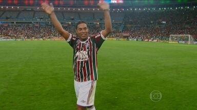 Ronaldinho joga o tempo inteiro na estreia e comanda vitória do Fluminense sobre o Grêmio - Tricolor voltou a vencer e está novamente no G4.