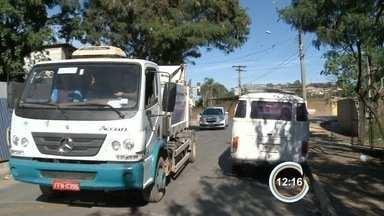 Moradores do Caetetuba reclamam de lixão em Atibaia, SP - População reclama do mau cheiro.