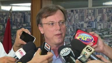 Prefeitura de Londrina vai renegociar dívidas com IPTU e ISS - O prefeito Alexandre Kireeff explicou que a crise econômica motivou a negociação. Em alguns casos a prefeitura pode isentar totalmente o devedor de juros e multas.