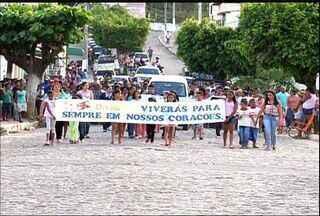 Garoto de sete anos vítima de bala perdida é sepultado em Missão Velha - Crime ocorreu no dia 26 de julho na zona rural do município.