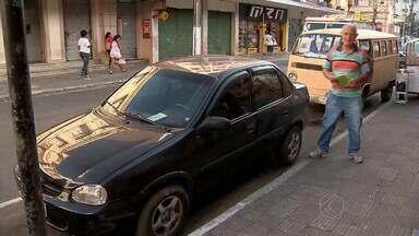 MGTV mostra flagrantes de estacionamentos em vaga de idosos em Juiz de Fora - Settra informou que realiza fiscalização na cidade. Motoristas que desrespeitam a lei serão notificados.