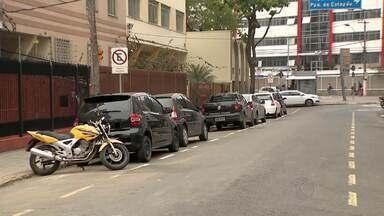 MGTV mostra problemas de deficiente ao estacionar em ruas de Juiz de Fora - Outras pessoas, não autorizadas, estacionam em vagas destinadas aos deficientes. Segundo Settra, todas as vagas precisam ser respeitadas.