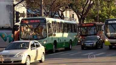 Empresas de ônibus são orientadas a manter preço das passagens de ônibus em BH - Liminar da Justiça suspendeu o aumento das tarifas que estava previsto para esta terça-feira (4).