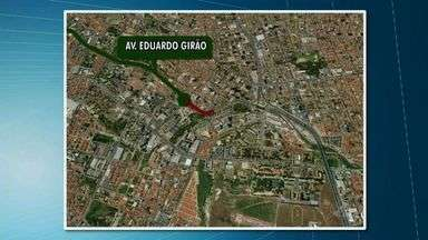 Trecho da Avenida Eduardo Girão ficará bloqueado por 75 dias - Cagece fará obras na rede de esgoto no local.