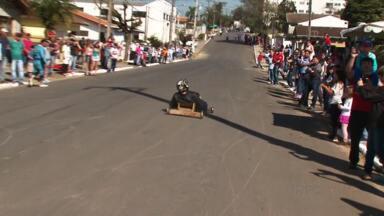 Veja como foi a corrida de rolimã ontem em Prudentópolis - Muita gente participou da competição. Teve todo tipo de carrinho, diversão e muita adrenalina.