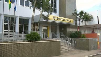 Bandidos atacam duas agências, uma bancária e outra dos Correios, na Paraíba - Os ataques aconteceram nas cidades de Alcantil e Aroeiras. De acordo com a Sindicato dos bancários, somente este ano, já foram registrados 88 ataques a agências bancárias.