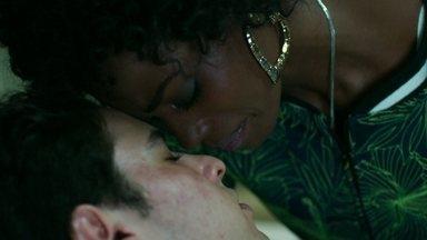 Lyris se surpreende com a atitude de Edgard - Os médicos conseguem salvar Robério e Alex repreende Estela
