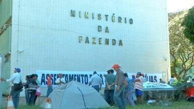 Manifestantes protestam contra cortes no orçamento da reforma agrária em Brasília - Integrantes do Movimento dos Trabalhadores sem Terra estão acampados em frente ao Ministério da Fazenda
