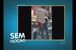 Motociclista é flagrado cobrindo placa do veículo - Flagrante ocorreu no centro de Belém.