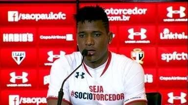 Wilder Guisao é apresentado no São Paulo e reencontra com Osorio - Colombiano quer jogar já neste domingo, contra o Corinthians