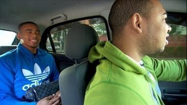 Aos 18 anos, Gabriel Jesus ainda pega carona com o irmão para ir aos treinos do Palmeiras - Atacante relembra os tempos de categoria de base, quando encarava dois onibûs para ir ao CT