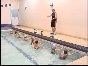 Amigas usam hidroginástica para praticar esporte - Atividade mantém mulheres unidas em Regente Feijó.