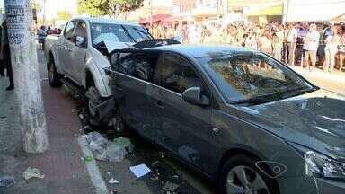 Motorista passa mal, provoca acidente e morre, na Serra, ES - De acordo com a Guarda, ele morreu dentro do veículo. Acidente aconteceu na avenida Região Sudeste, no bairro Barcelona.