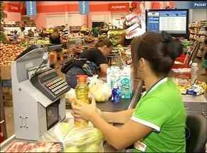 Consultora financeira afirma que fazer lista de compras ajuda na hora de economizar - Consultora financeira afirma que fazer lista de compras ajuda na hora de economizar