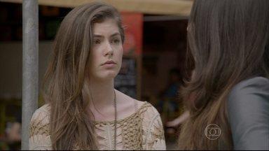 Bianca pede a ajuda de Jade para desmascarar Nat - Jade aceita o desafio e impede Bianca de ir ao encontro de Duca