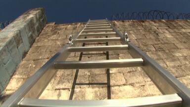 Presos fogem de Casa de Custódia de Maringá usando escada - Veja essa e outras notícias do estado