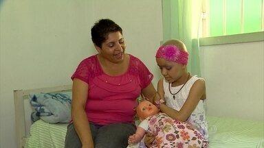 Pacientes do interior enfrentam dificuldades para serem atendidos em Belo Horizonte - Espera por consulta pode durar um dia inteiro.