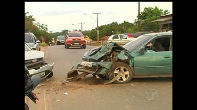Após acidente, carros ficam 10 horas no meio de rodovia em Santarém - Situação gerou transtornos no trânsito.